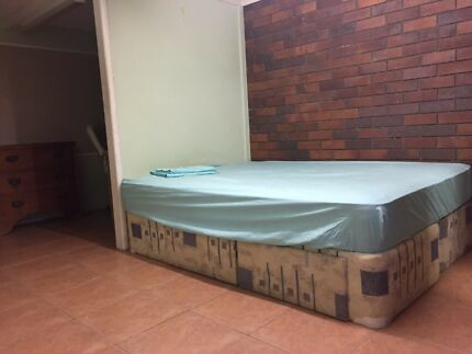 Massive furnished room in Coorparoo. Close to city/QUT