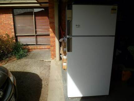 522 Litre Westinghouse Silhouette Fridge/Freezer
