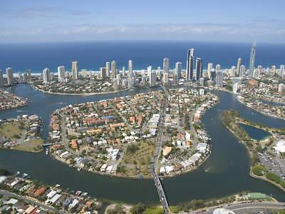 """Wanted """"one girl to shareroom"""" in Chevron Renaissance. Surfers Paradise Gold Coast City Preview"""