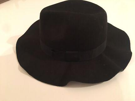 Woman's Black Fashion Hat