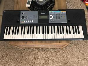 Digital keyboard Yamaha PSRE233 Branyan Bundaberg Surrounds Preview