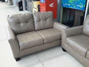 *** USED *** ASHLEY PAULIE GREY SOFA/LOVE   S/N:51239292   #STORE595