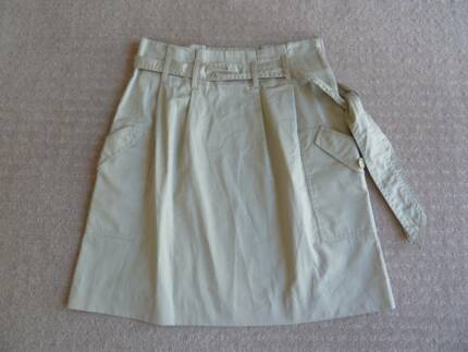 H & M beige Skirt. Eur: 36 / US 6. Excellent condn; AS NEW.