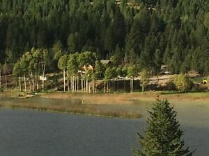 Private Lakefront Home in Mayook (Cranbrook,B.C.)