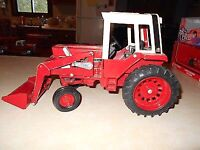 1586 INTERNATIONAL TRACTOR ERTL WITH LOAD
