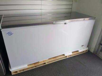 BRAND NEW IN THE BOX!! Norsk 650L S/S Lid Chest Freezers