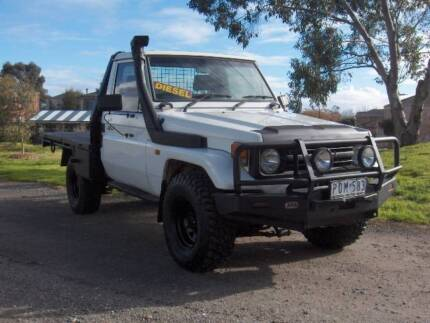 99 TOYOTA LANDCRUISER DIESEL 6CYL 4.2LTR C/CHASSIS 4X4 TRAY UTE!
