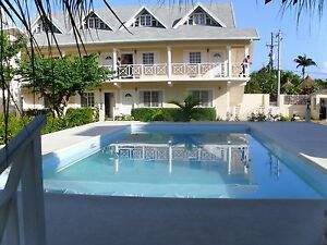 self Catered  one bedroom wifi.ac.pool Runaway Bay 519-774-7411
