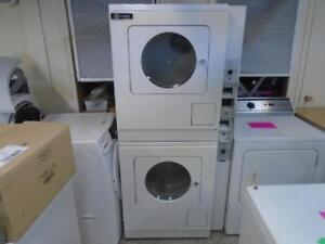 MAYTAG COMMERCIAL GAS DRYER STACKED DRYER SET / SECHEUSE COMMERCIALE AU GAZ MAYTAG SUPERPOSE