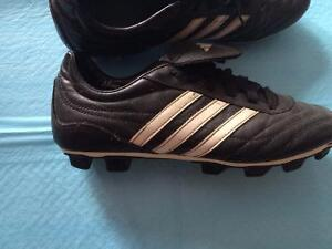 Women's Adidas Traxion Soccer Cleats size 8.5 London Ontario image 2