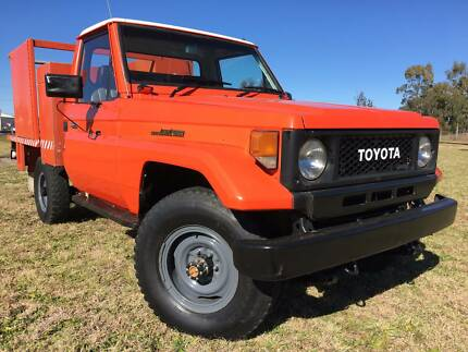 Toyota LandCruiser HJ75  Traytop Ute/Firetruck.Rural Fire Service