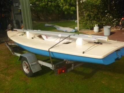 laser sailling boat