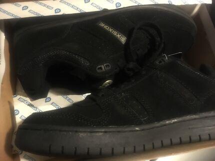 SixSixOne Skate Shoes - brand New - so 40