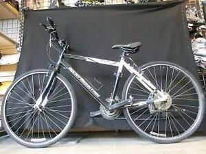 Vélo hybride Rocky Mountain taille petit-moyen avec compteur de vitesse (i008457)