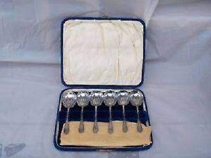 Lovely Set of English silverplate shell shape spoons!