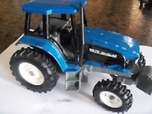 New Holland Tractor 8670---Diecast Model!