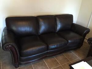 BEAUTIFUL LEATHER COUCH AND LOVESEAT SET