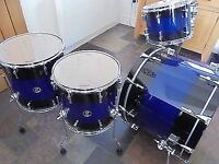 Four Sonor drums series 3007 incl cases