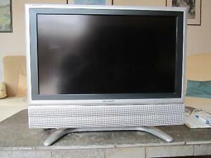 26 INCH LCD SHARP FLAT SCREEN TV INCLUDES REMOTE