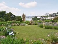 Bedsits to rent. Torquay. Town centre. Off road car park. Cummunal garden.