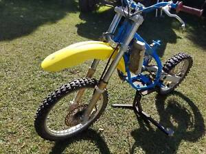 SUZUKI RM125 DIRT BIKE FOR PARTS FRAME WHEELS TRIPLE CLAMPS FORKS Kallangur Pine Rivers Area Preview