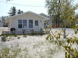 COTTAGE RENTALS IN WASAGA BEACH ON BEACHFRONT PROPERTY