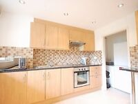 Contemporary 3 large double bedroom flat 5 min walk from 2 tube stations