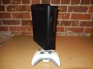 Xbox 360 4GB + Manette MICROSOFT / Model 1439 (i020294)