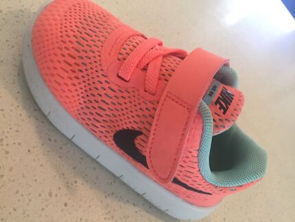 Toddler Nike Free Runs size 7c pink and black