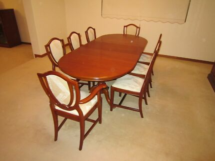 Jackson Queen Anne Extendable (6-8) Dining Table & 8 x Chairs