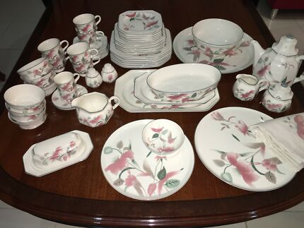 Mikasa Silk Flowers & Mikasa Silk Flowers Large Dinner Plates x 9 | Dinnerware | Gumtree ...