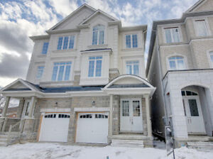 LUXURIOUS SEMI DETACHED IN GREAT AREA OF RICHMOND HILL