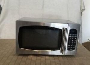 Used Salton 0.9 CU.FT. 1300 W STAINLESS STEEL MICROWAVE, good wo