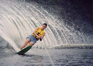 PRIVATE COTTAGE WITH WATER-SKI LESSONS AND TUBING OPTIONS