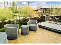 **STUNNING** Executive Lodge with Wraparound Decking INCLUDING HOTUB.