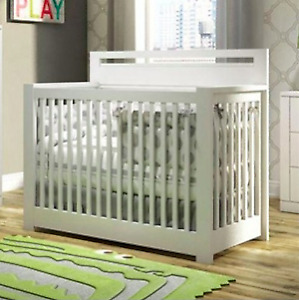 Crib with toddler gate and conversion kit (white)