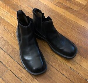 BORN MEN'S BLACK HANDCRAFTED CHELSEA BOOTS  SIZE 10.5