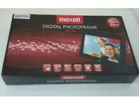 NEW Maxell 10 inch Digital Photo Frame