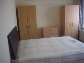 Double rooms in large shared apartment in Ilford
