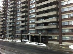 Spacious 2 Bed 2 bath in Cote St Luc  -$1745/m