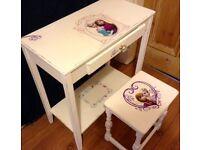 Child's dressing table/desk. (Can deliver)
