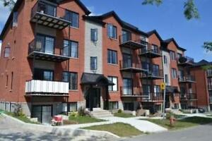2 BEDROOMS 2 FULL BATHROOMS - APPLIANCES - A/C - PARKING - AVAIL