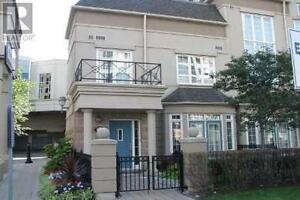 Luxurious 2 Storey End Unit Townhouse, 2Beds, 3Wr, 1 REAN DR