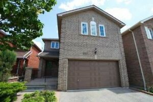 Heartland 4 Bdrm Detached Home, Hrdwd Flrs T/Out, Full Bsmnt