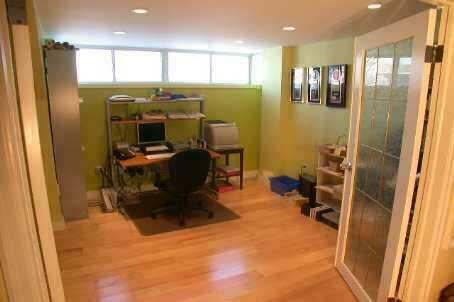 A Spacious 2 Bedrooms Apt Basement In Aurora For Lease ...