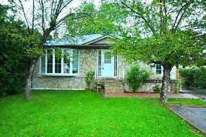 3+2 Bedroom Detached Entire House Very Bright in Richmond Hill
