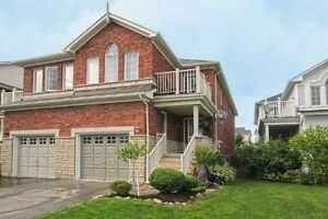 Spacious Freshly Painted Townhouse In Richmond Hill