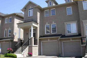 Oakville Trendy Freehold Townhouse In Great Neighbourhood