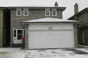 Freehold detached house with fin sep ent bsmnt.Darcel/Mrngstar
