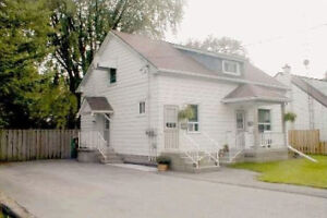 2nd floor 1 large Bedroom Unit in WHITBY DOWNTOWN detached house